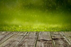 Relaxliege Garten bei Regen